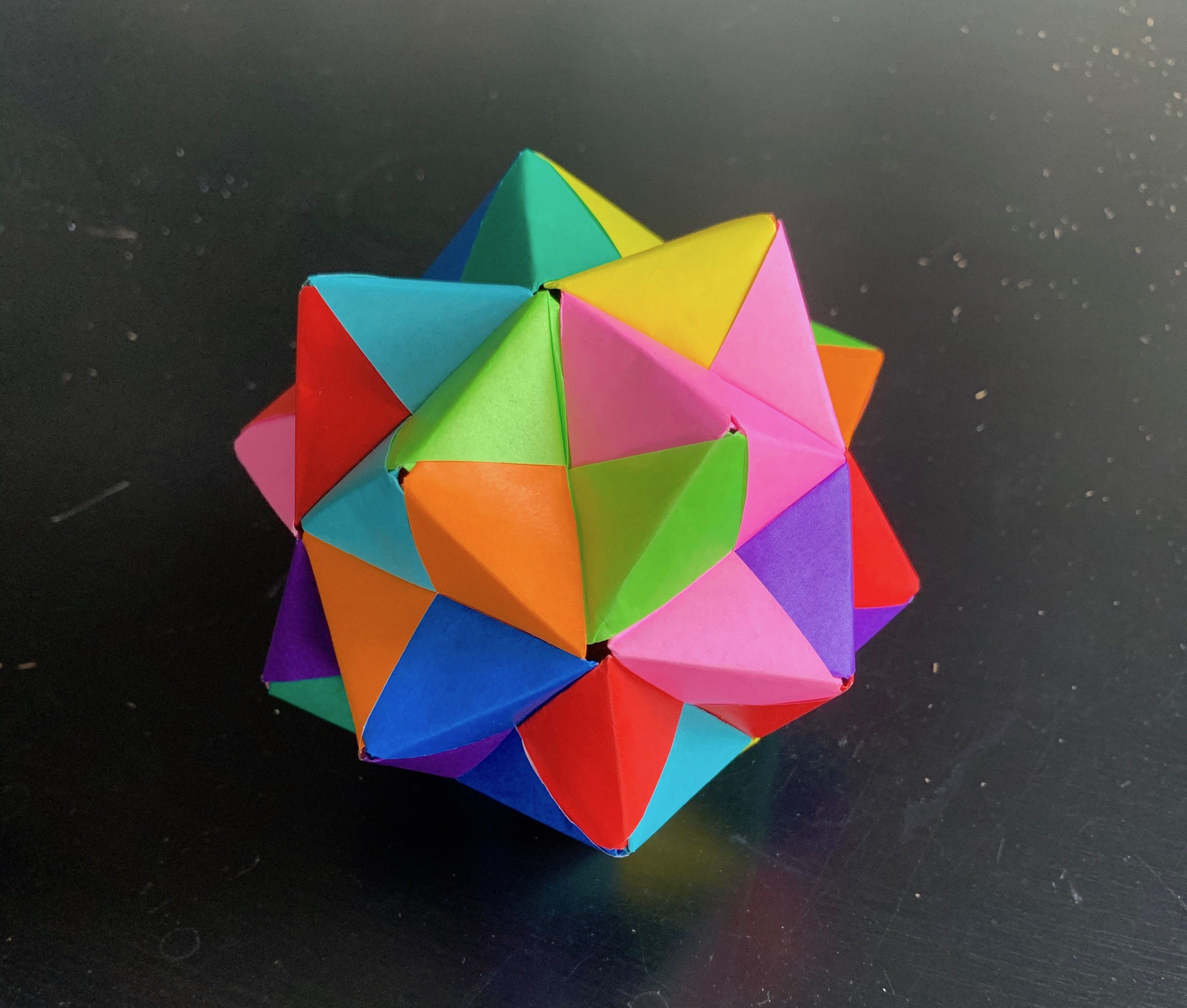 image of a sonobe unit origami ball
