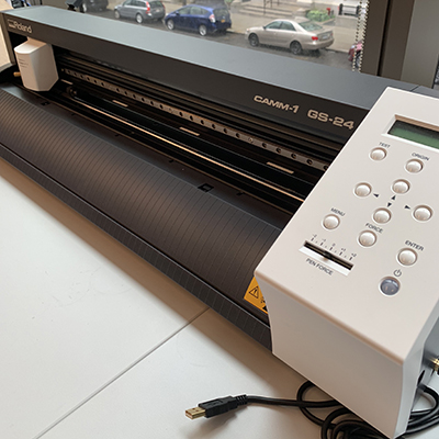 picture of roland vinyl cutter on countertop